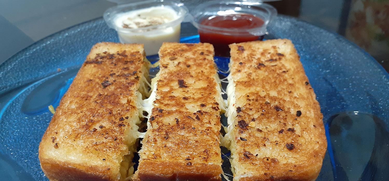 Cheesy Maggi Garlic Bread Sticks Recipe